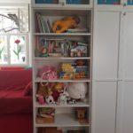 Bücher- und Spielzeugregal